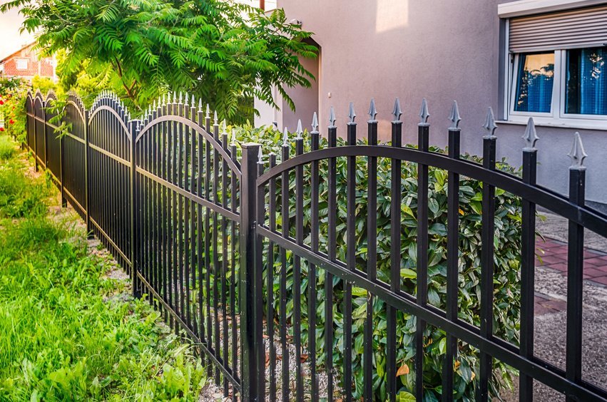3 Benefits to Having a Fence Installed Around Your Pool