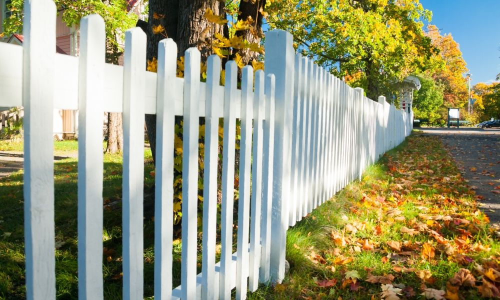 Signs It's Time to Update Your Home's Fencing